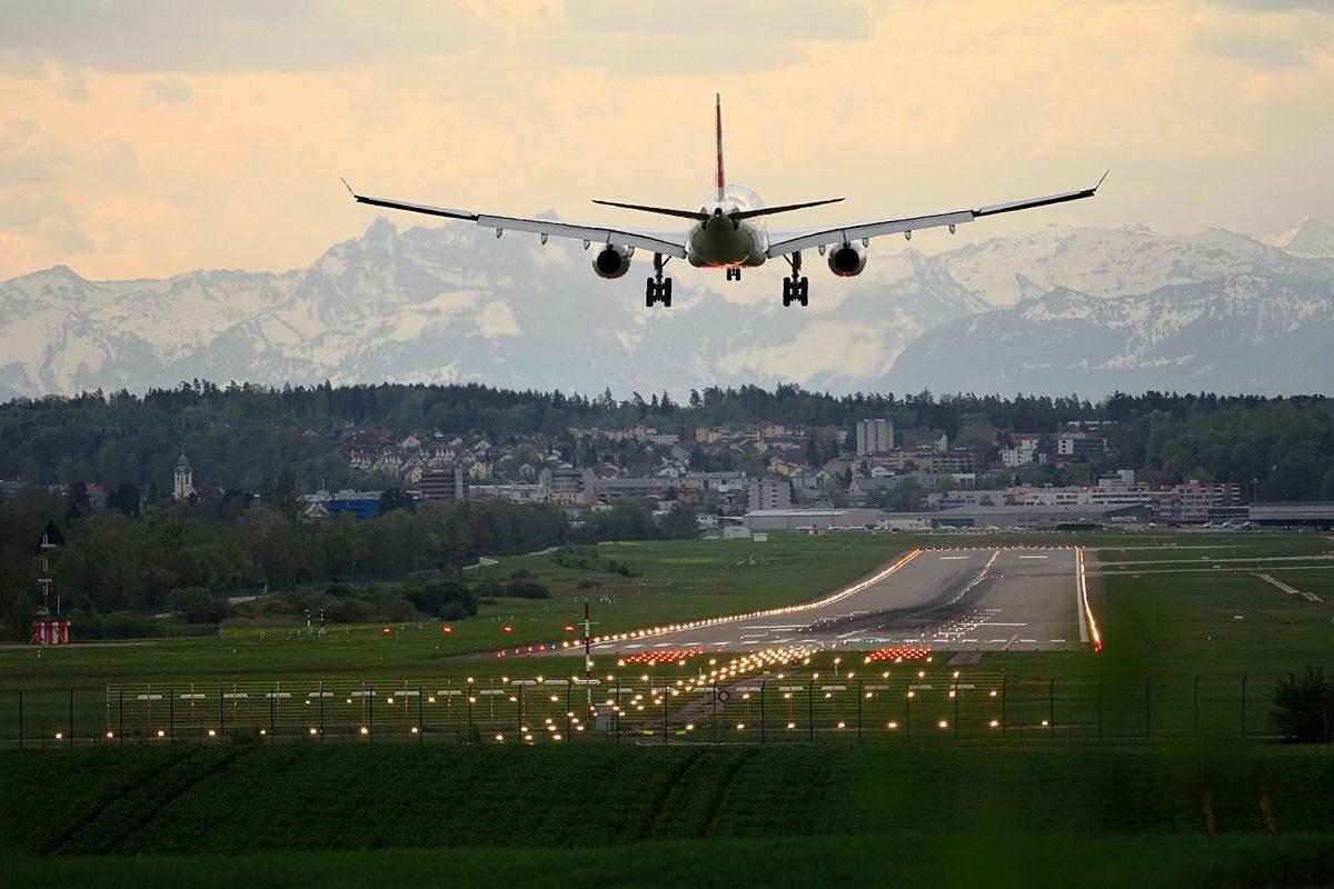 I flyplass pascal meier U Yies SO4 Fi M unsplash